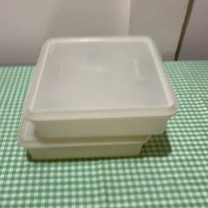 TUPPERWARE SQUARE SNACK KEEPER